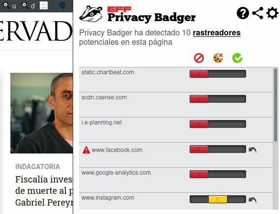 Privacy Badger es un complemento de navegador que nos informa que programas corren por debajo de una página